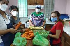 Les maîtresses préparent les repas